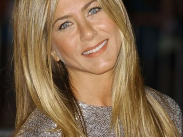 Jennifer Aniston, Kate Moss, Scarlett Johansson : Brunes ou blondes ?